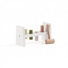 Lesena igračka s kladivom Edvin bela
